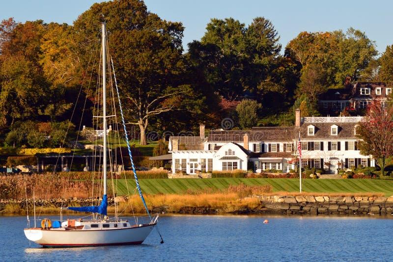 格林威治康涅狄格江边的豪华家 免版税库存照片