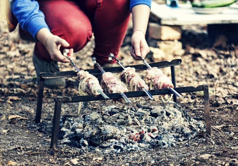 格栅,烤肉串,肉,烤肉,烹调,吃室外,烤,党,野餐, 免版税库存照片