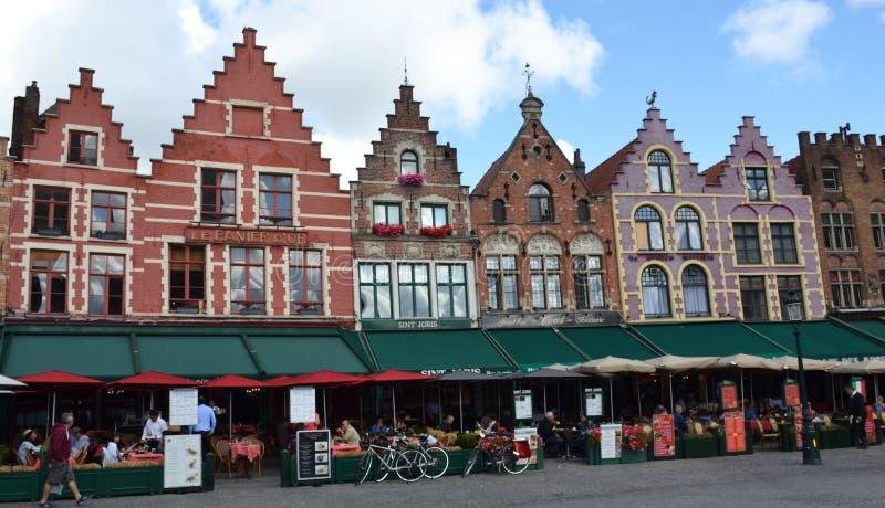 格罗特Markt方形大厦在中世纪城市布鲁基,富兰德,比利时 图库摄影