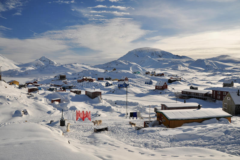 格陵兰远程村庄冬天 免版税库存图片