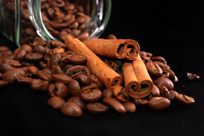 桂香咖啡粒棍子 库存照片