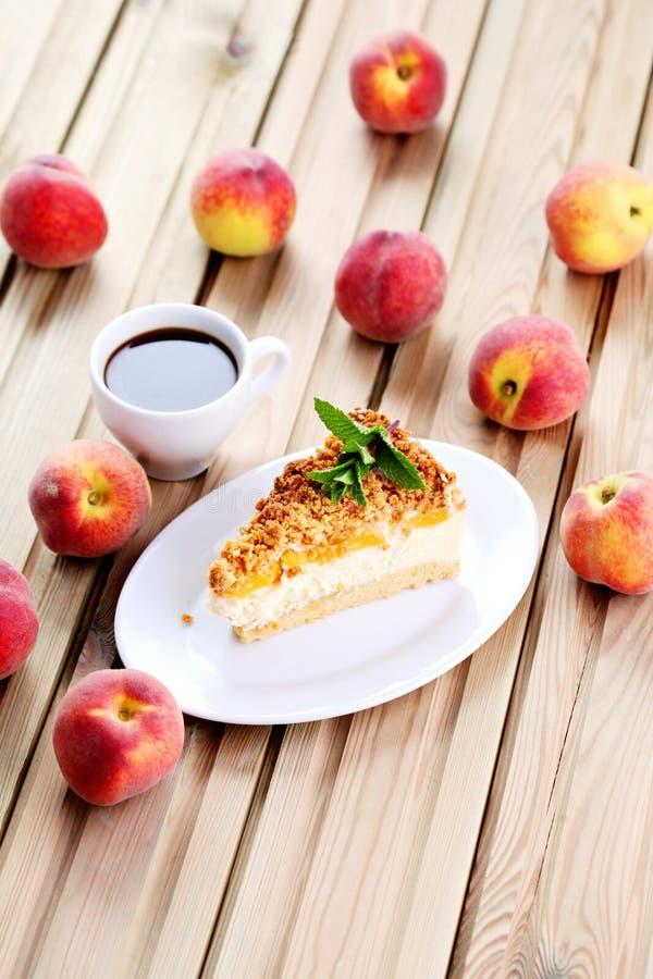 桃子乳酪蛋糕 图库摄影