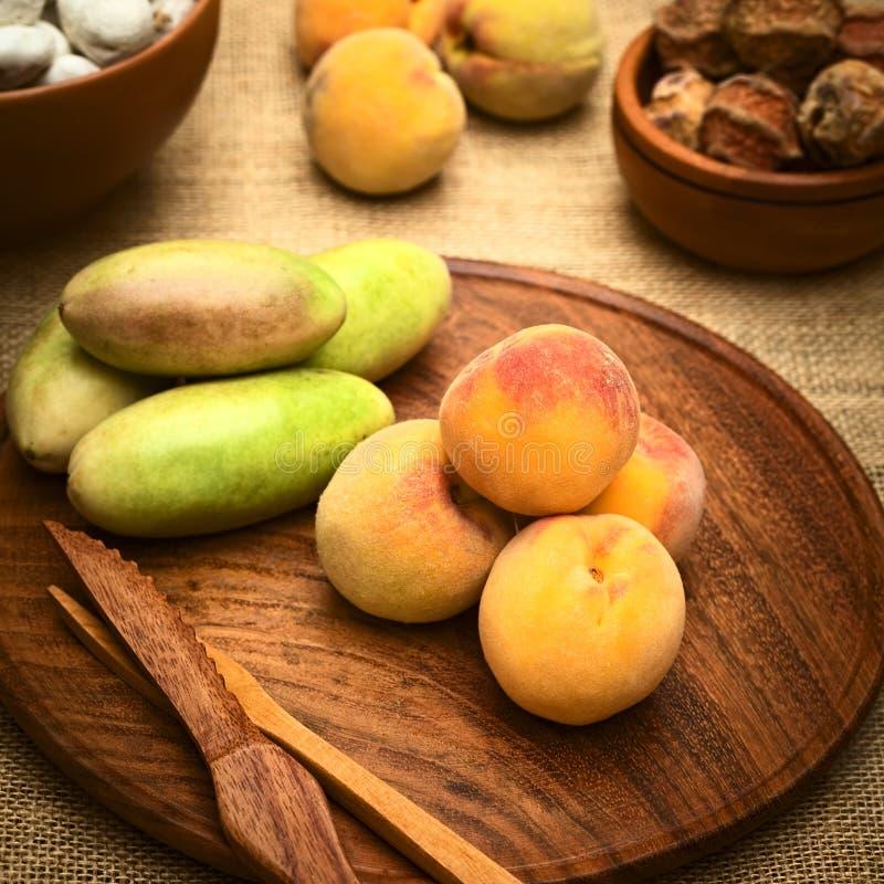 桃子和香蕉Passionfruit 库存图片
