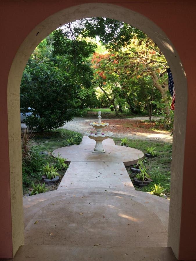 桃子被成拱形的入口 库存照片