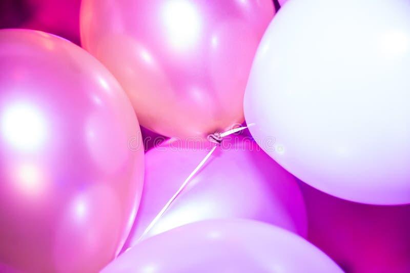 桃红色和白色党气球 库存照片