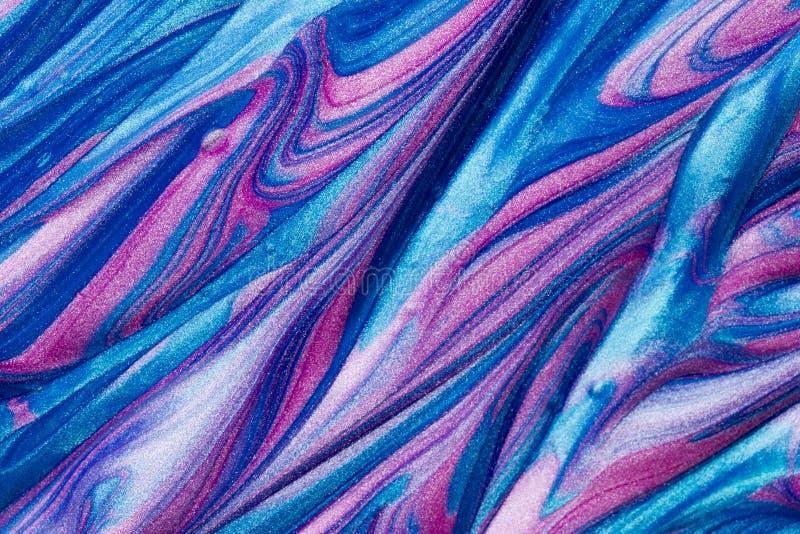 桃红色和蓝色金属闪烁油漆漩涡抽象织地不很细背景  免版税库存图片