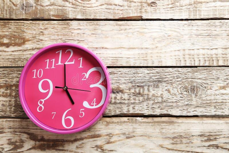 桃红色圆的时钟 免版税库存图片