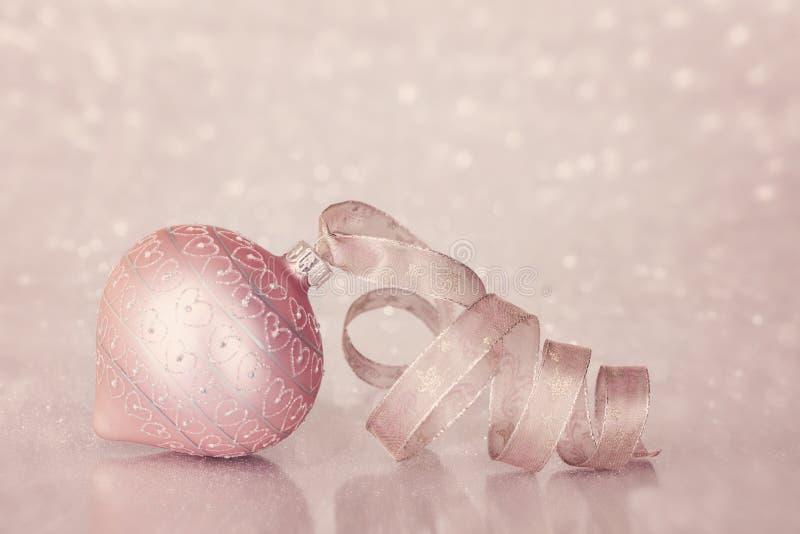 桃红色圣诞节装饰品 免版税库存图片