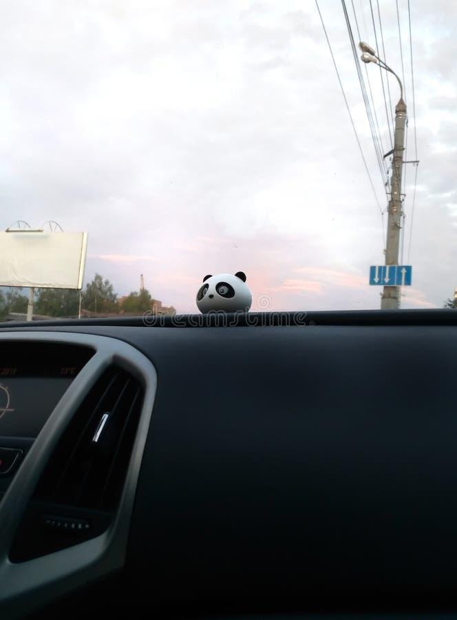 桃红色天空我的车窗外 免版税图库摄影