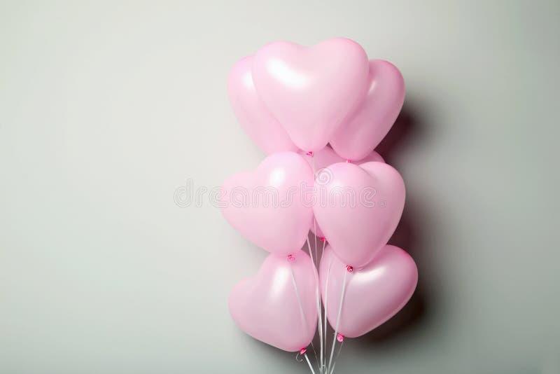 桃红色心脏气球 免版税库存照片