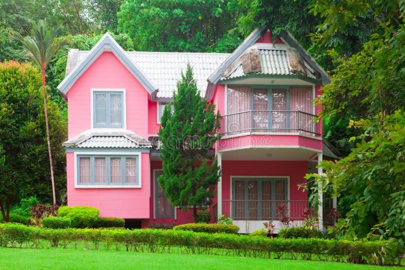 桃红色房子 免版税库存图片