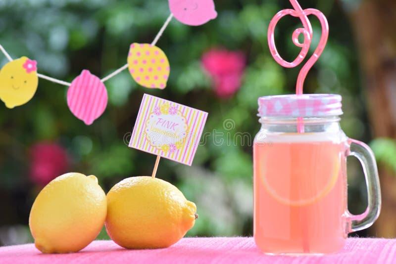 桃红色柠檬水 库存照片