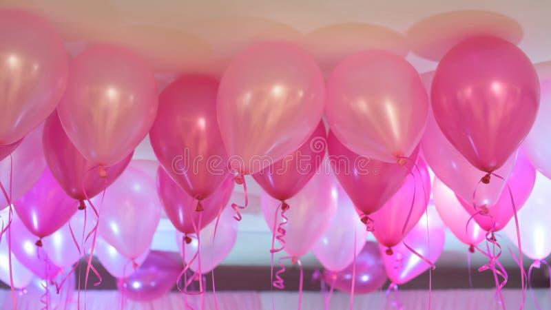 桃红色气球 免版税库存照片