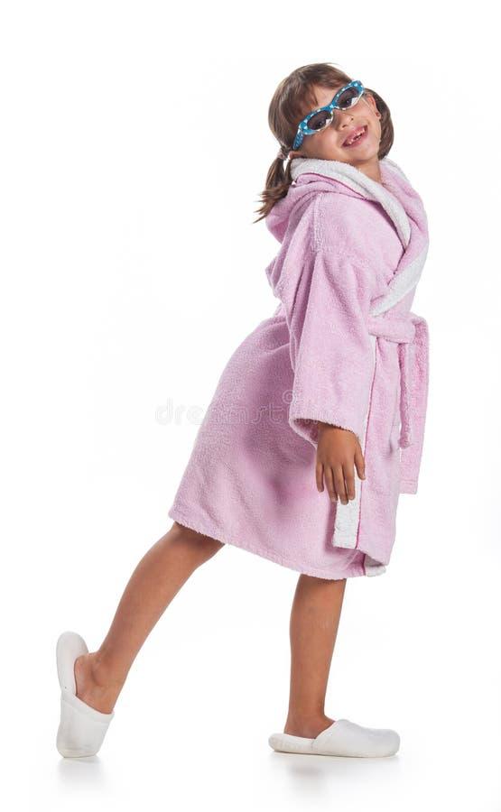 桃红色浴巾的女孩 免版税库存图片