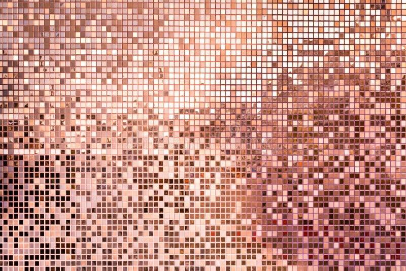 桃红色玫瑰金正方形背景的锦砖 库存照片
