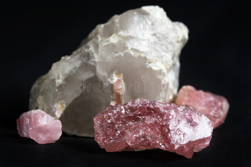 桃红色电气石白色石英 免版税图库摄影