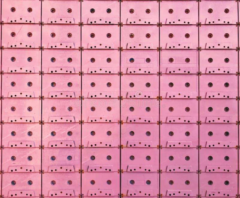 桃红色盒式磁带墙壁 库存照片
