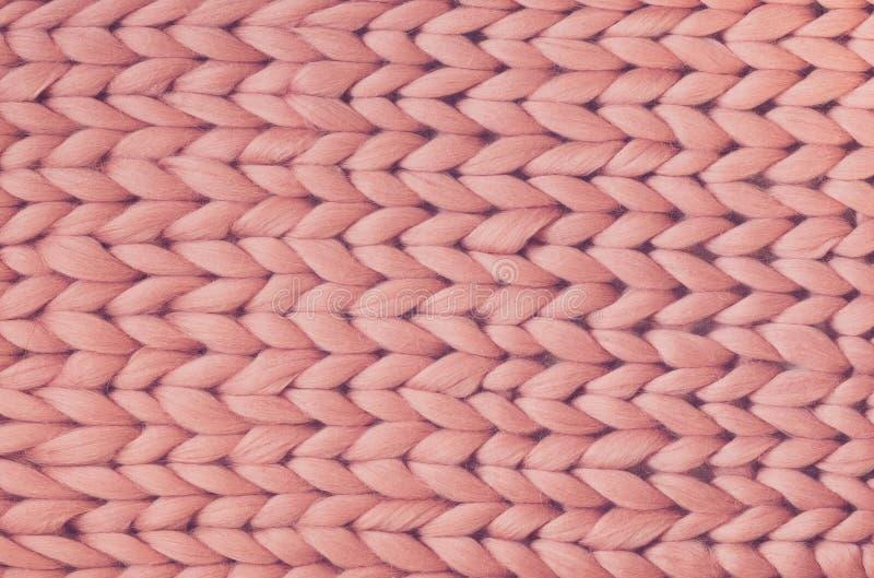桃红色编织毯子纹理  大编织 格子花呢披肩美利奴绵羊羊毛 顶视图 库存图片
