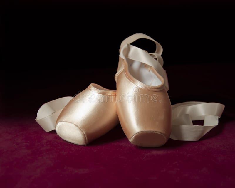 桃红色芭蕾pointe鞋子 库存图片