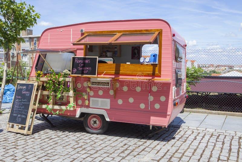 桃红色被加点的食物卡车 免版税库存照片