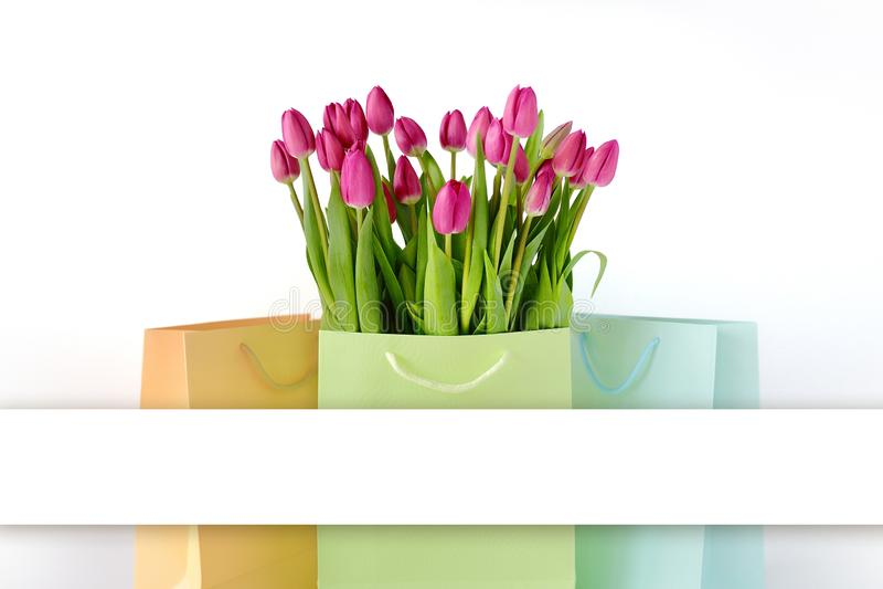 桃红色郁金香新鲜的明亮的花束在白色桶的 美丽的贺卡 春天holidas概念 库存图片