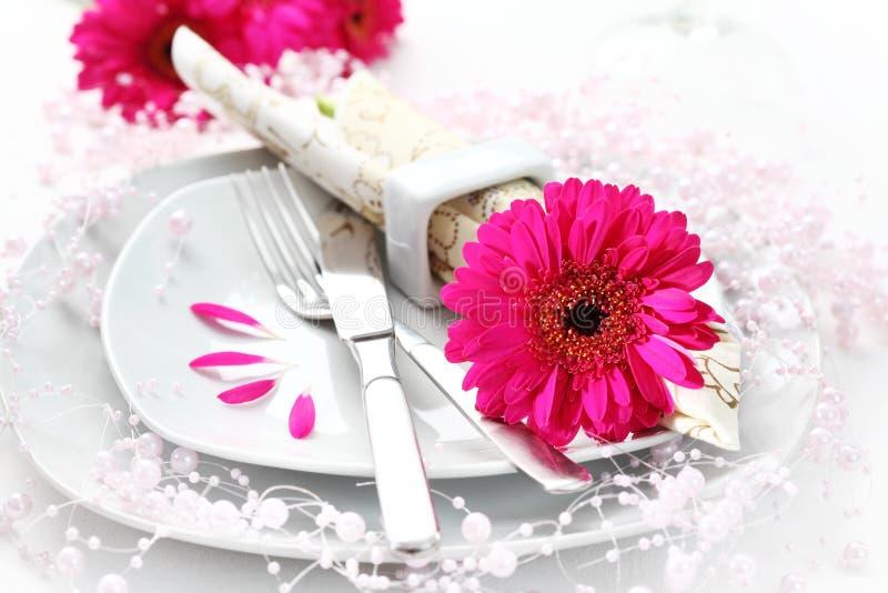 桃红色餐位餐具 库存图片