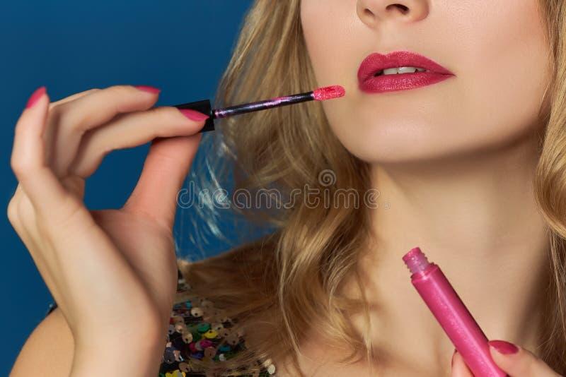 桃红色嘴唇情人节党桃红色lipgloss 库存图片