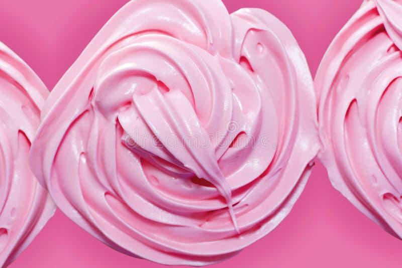 在杯形蛋糕的桃红色结霜 库存图片