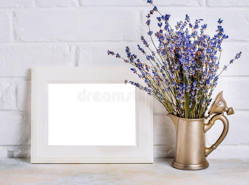 框架的嘲笑与淡紫色花 图库摄影