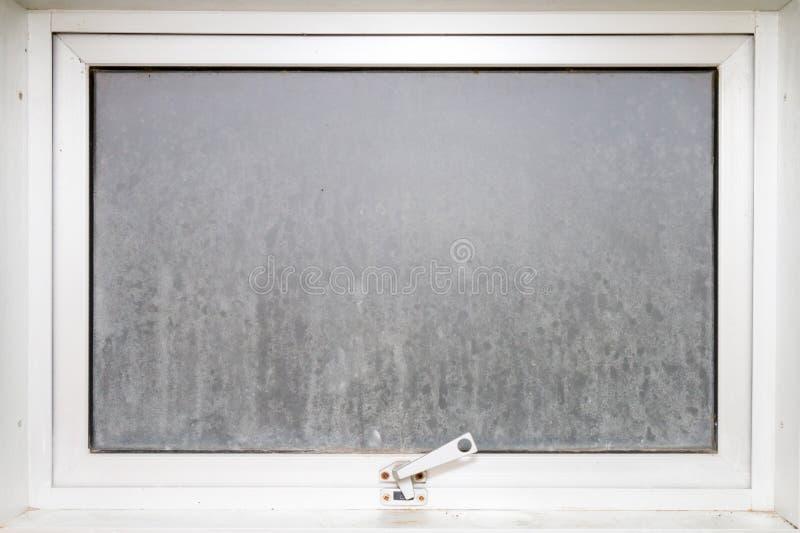框架玻璃窗不透明与白色铝 免版税库存图片