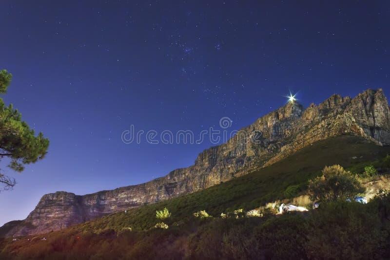 桌山的夜图象 库存图片