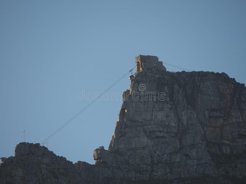 桌山空中览绳,开普敦(开普敦,南非洲8月16日2016) 库存图片