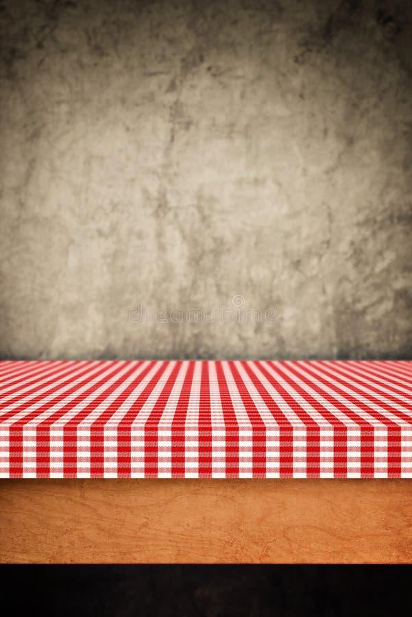 桌布,在木背景的厨房餐巾 库存图片