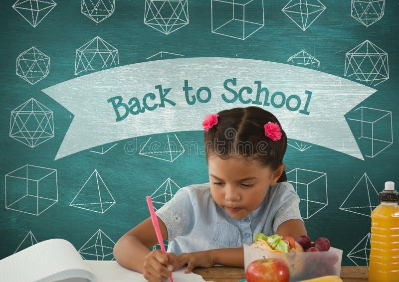 桌文字的学生女孩反对有回到学校课文的蓝色黑板和教育和sch 免版税库存照片