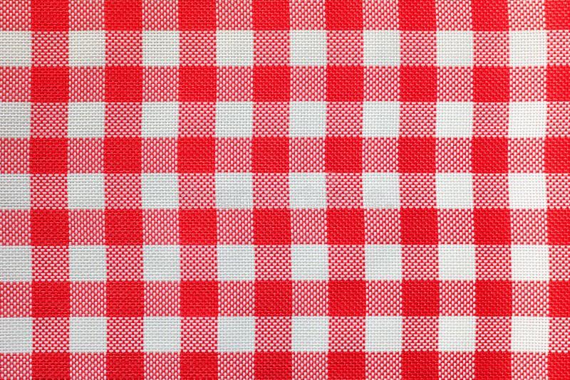 桌的方格的桌布在红色和白细胞 免版税图库摄影