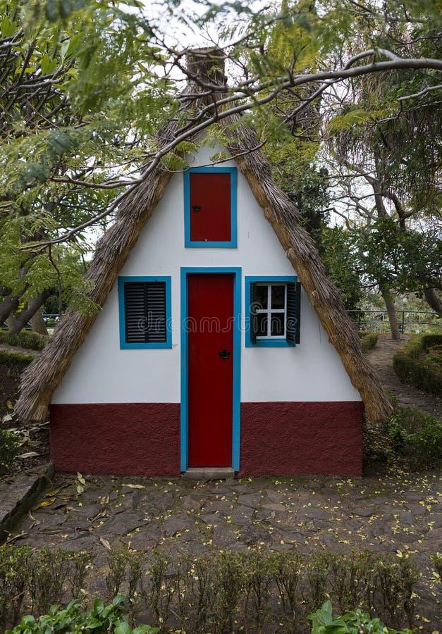 桑塔纳的马德拉岛传统农村房子 免版税库存图片