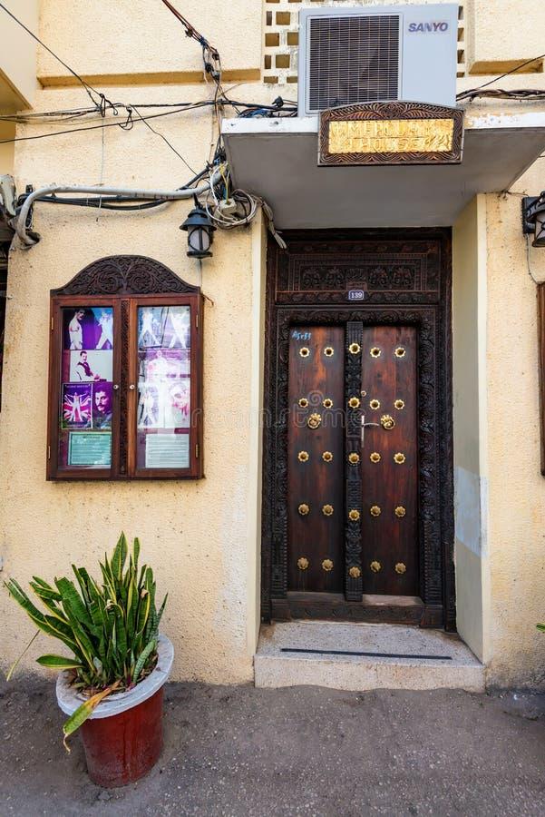桑给巴尔石头城,桑给巴尔- 2015年1月9日:弗雷迪水星在桑给巴尔住的房子 库存照片