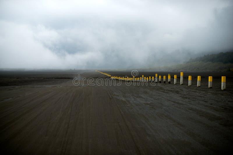 桑迪路在破火山口Bromo腾格尔塞梅鲁火山国家公园 库存图片