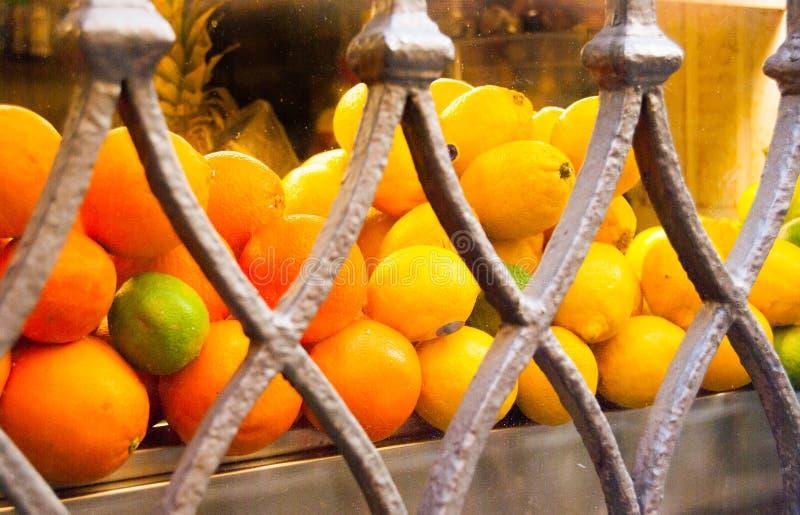 桔子柠檬和石灰对陈列室 免版税库存照片