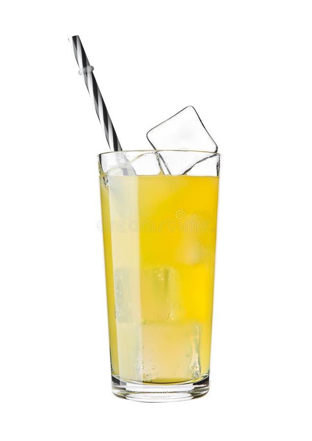 桔子汽水与冰块的饮料寒冷玻璃  免版税库存照片