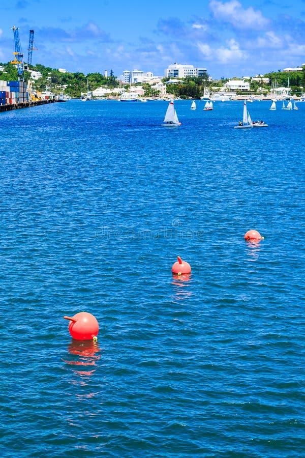 桔子漂浮带领往风船 免版税库存图片