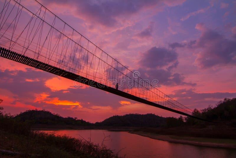 索桥剪影  免版税库存图片