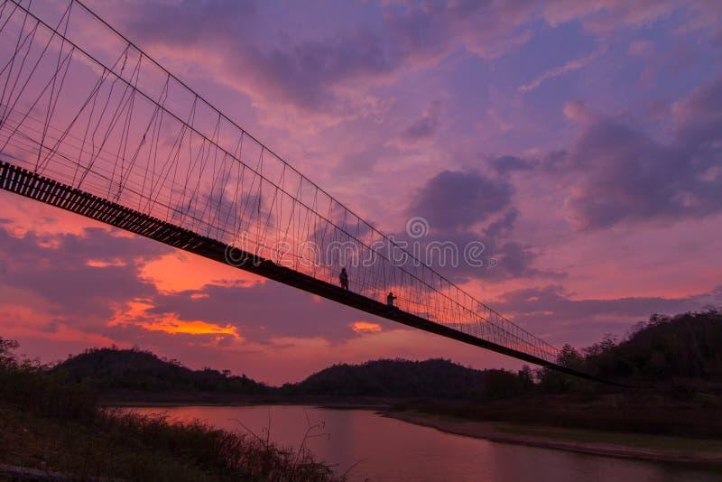 索桥剪影  图库摄影