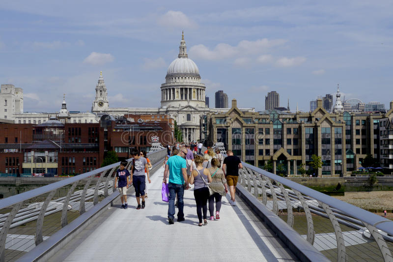 桥梁伦敦千年 免版税库存照片