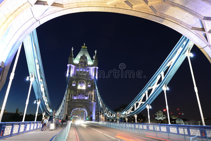 桥梁伦敦晚上 免版税库存图片