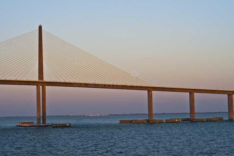 桥梁佛罗里达skyway日落阳光 库存图片