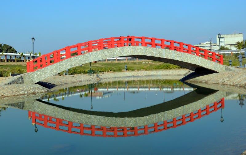 桥梁反射 免版税库存照片