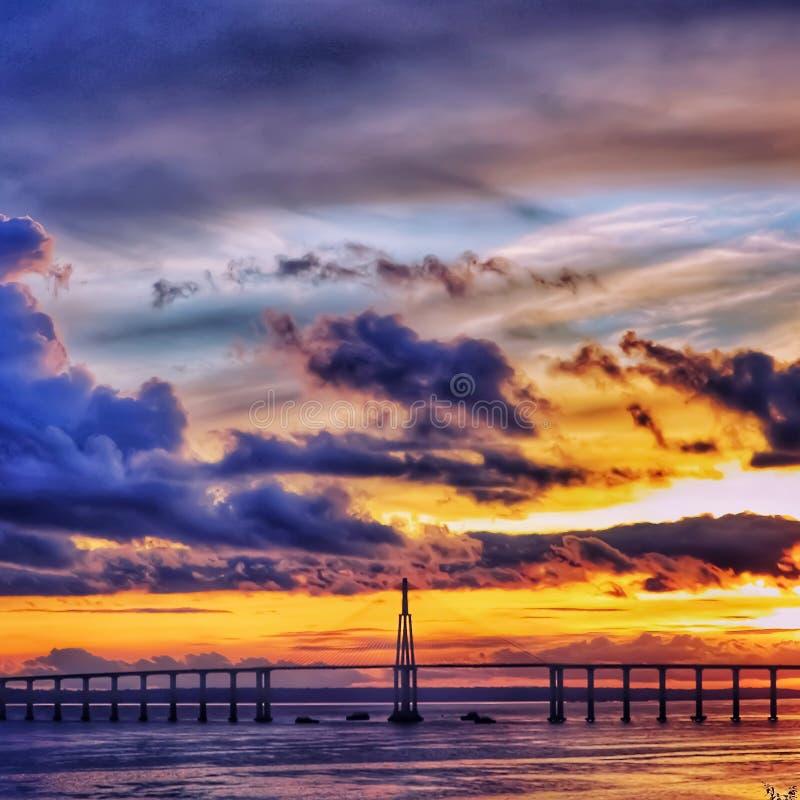 桥梁和日落 免版税库存图片