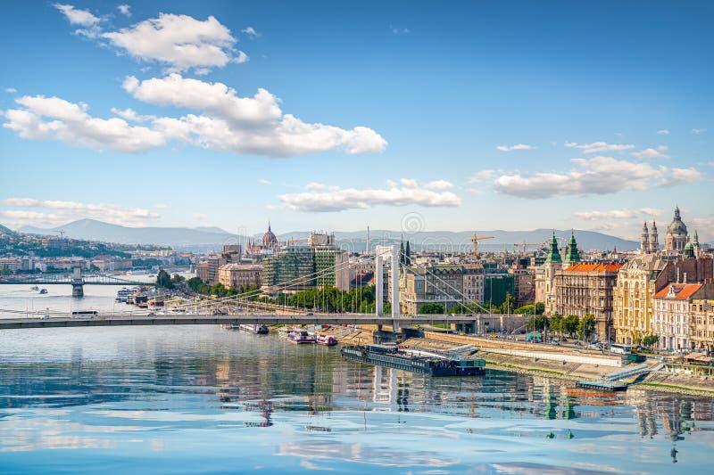 桥梁和议会 免版税库存图片