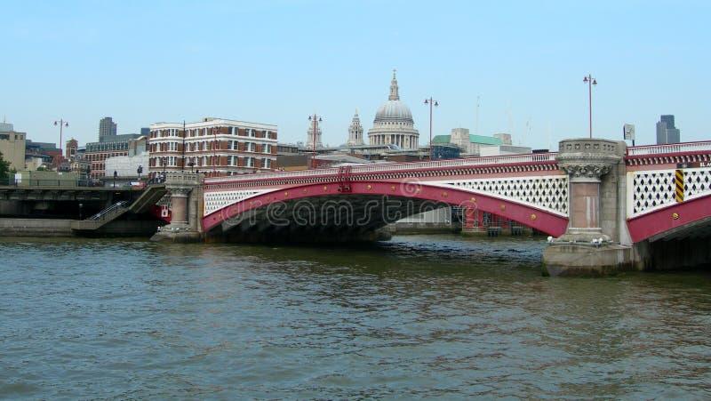 桥梁在伦敦,英国 免版税库存照片